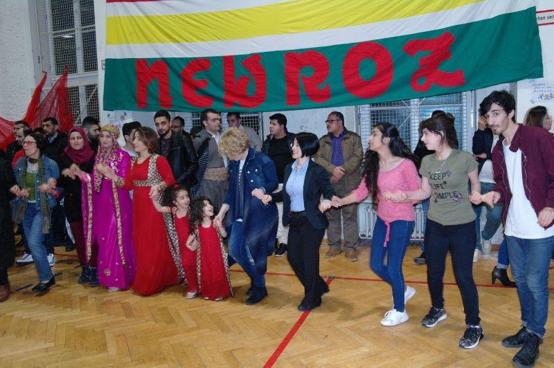 Kurden feiern Newroz in Berlin